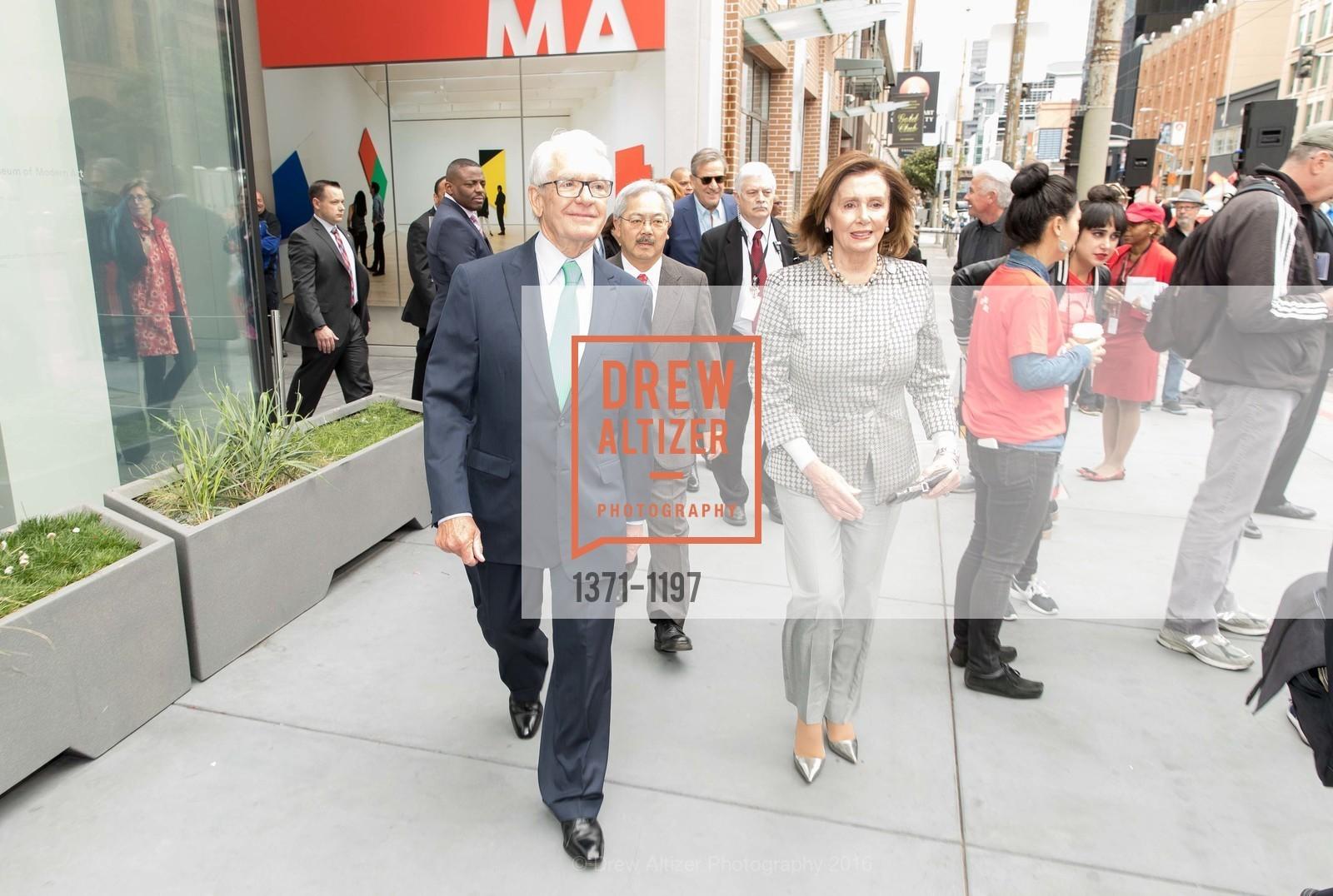 Charles Schwab, Nancy Pelosi, Photo #1371-1197