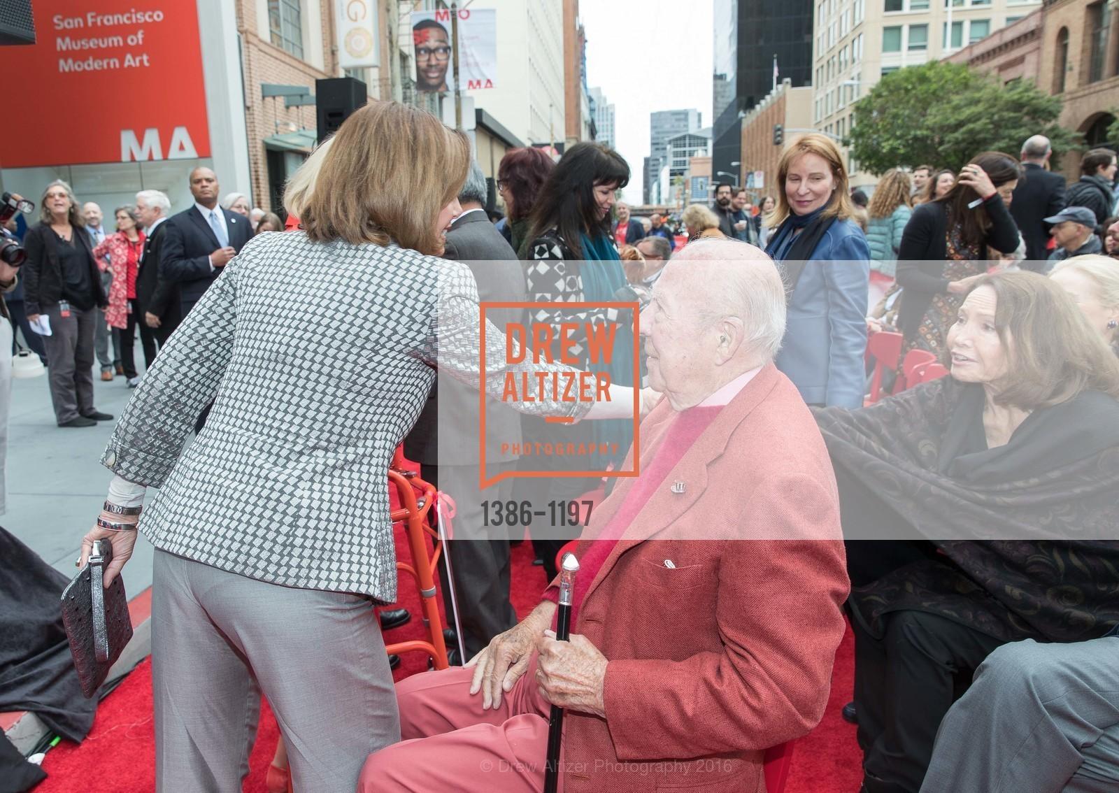 Nancy Pelosi, George Shultz, Photo #1386-1197