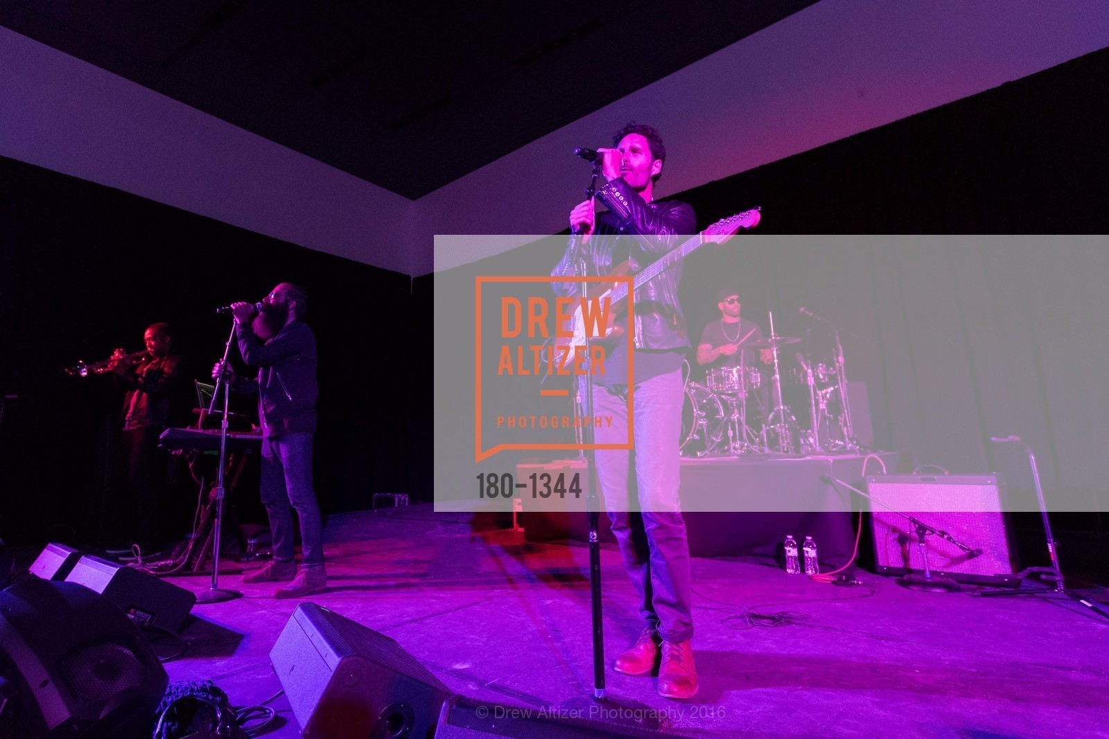Performance, Photo #180-1344
