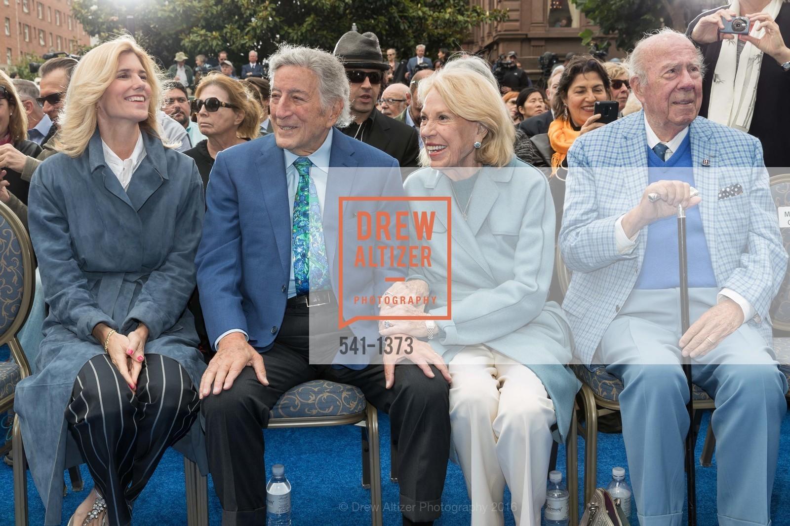 Susan Benedetto, Tony Bennett, Charlotte Shultz, George Shultz, Photo #541-1373