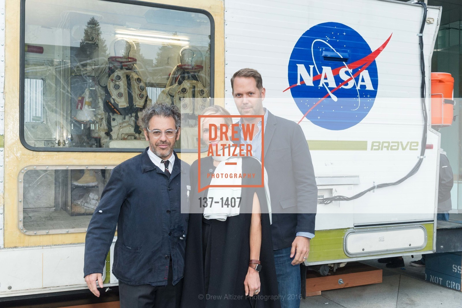 Tom Sachs, Elizabeth Dye, Alan Dye, Photo #137-1407