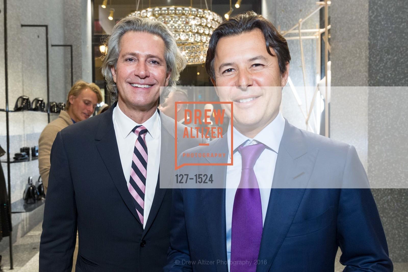 Carlos Souza, Roger Barnett, Photo #127-1524