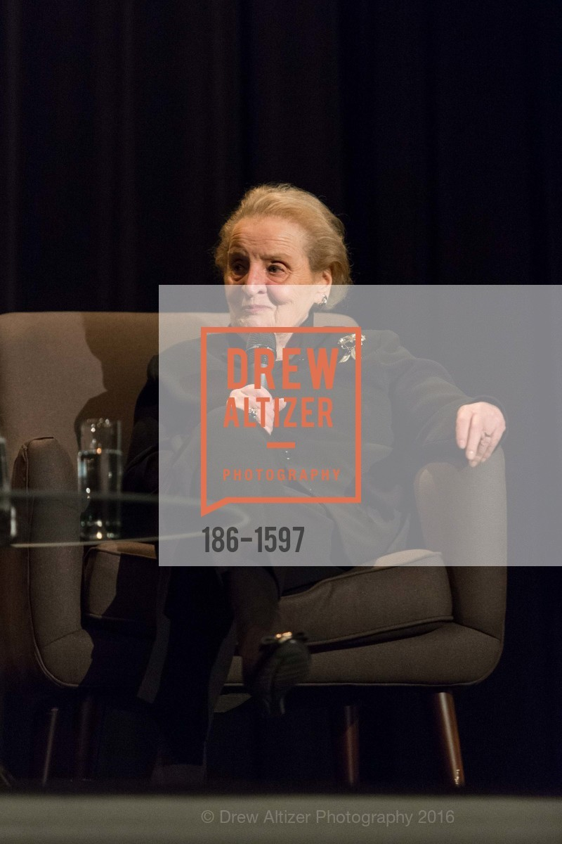 Madeleine Albright, Photo #186-1597