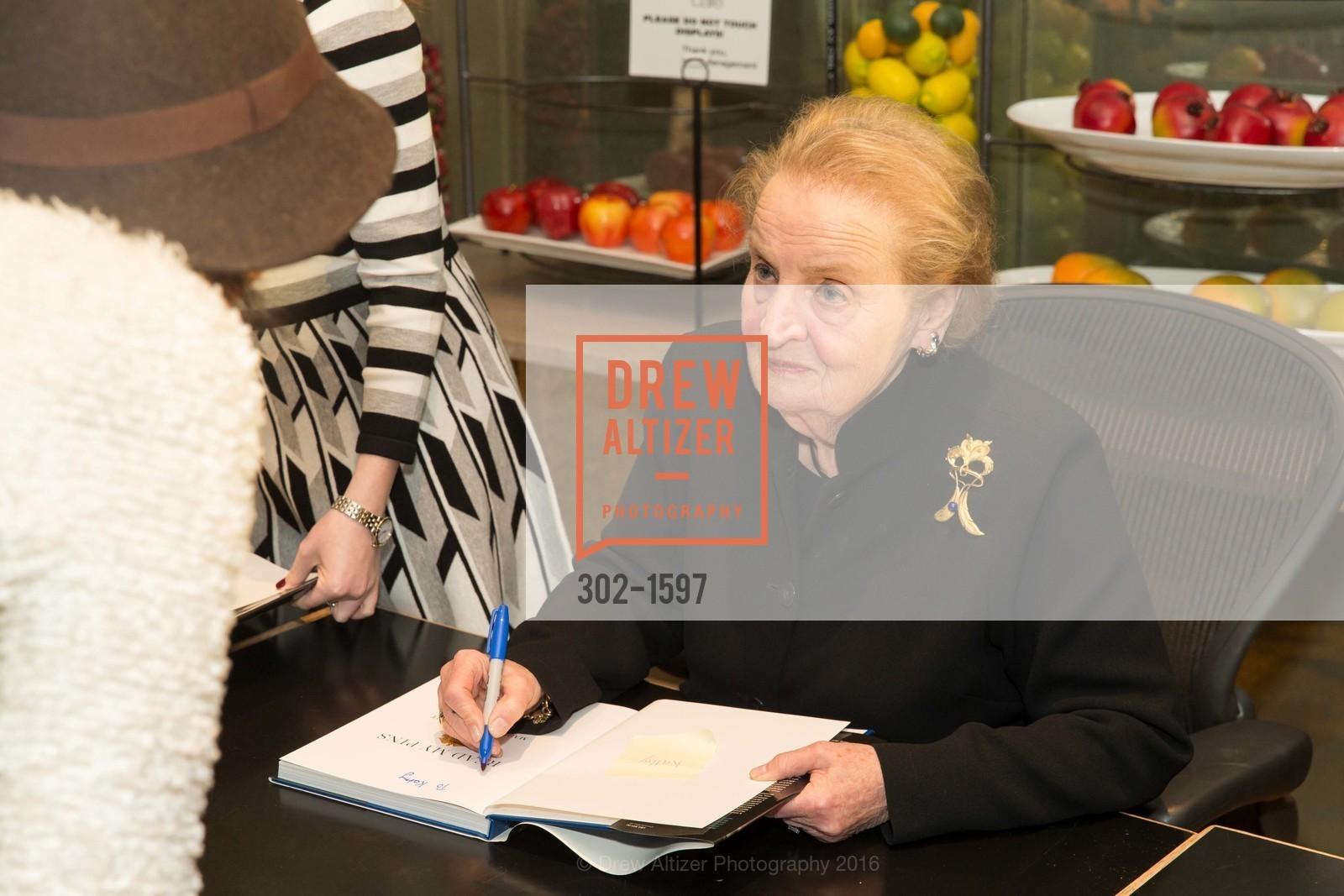 Madeleine Albright, Photo #302-1597