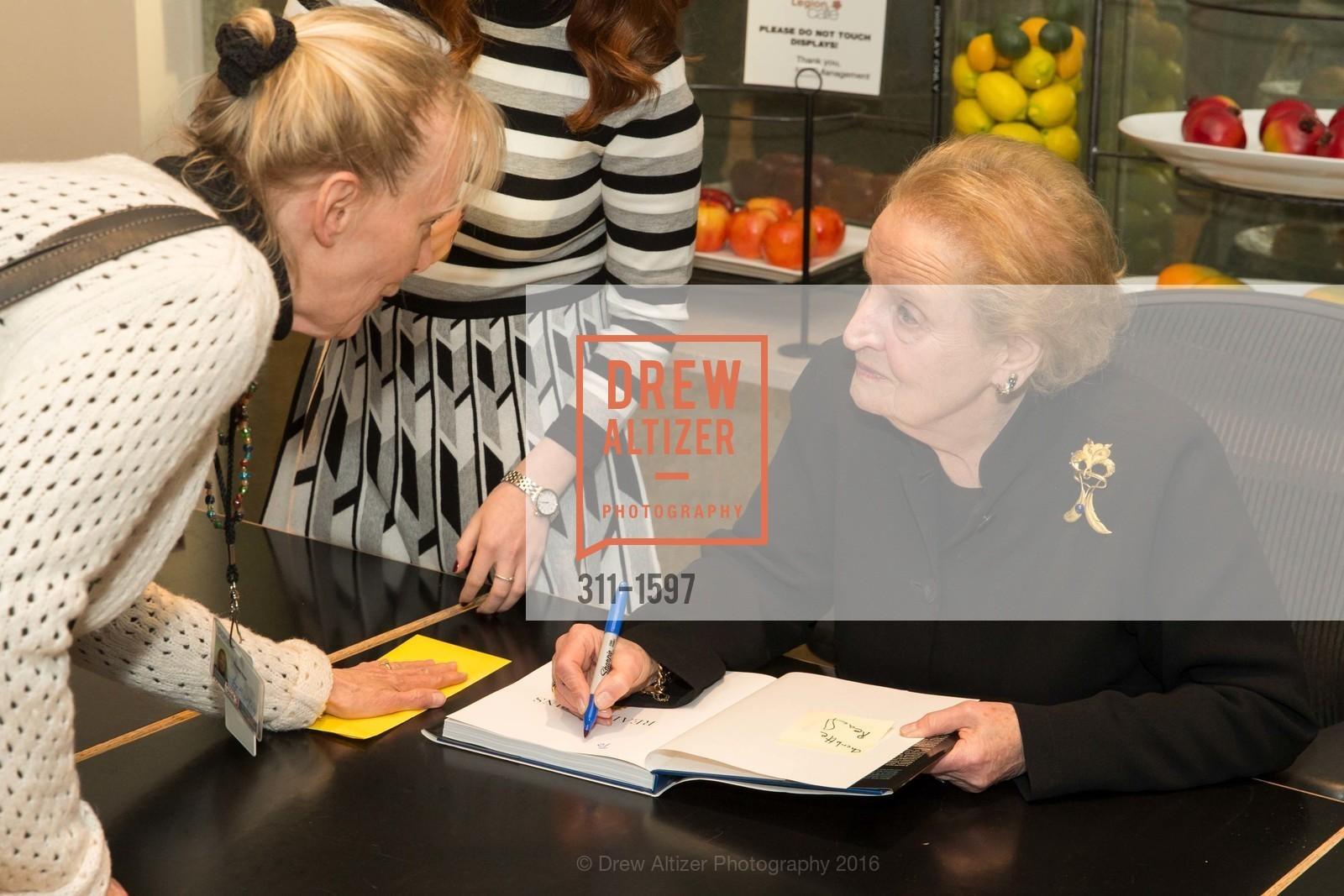 Madeleine Albright, Photo #311-1597