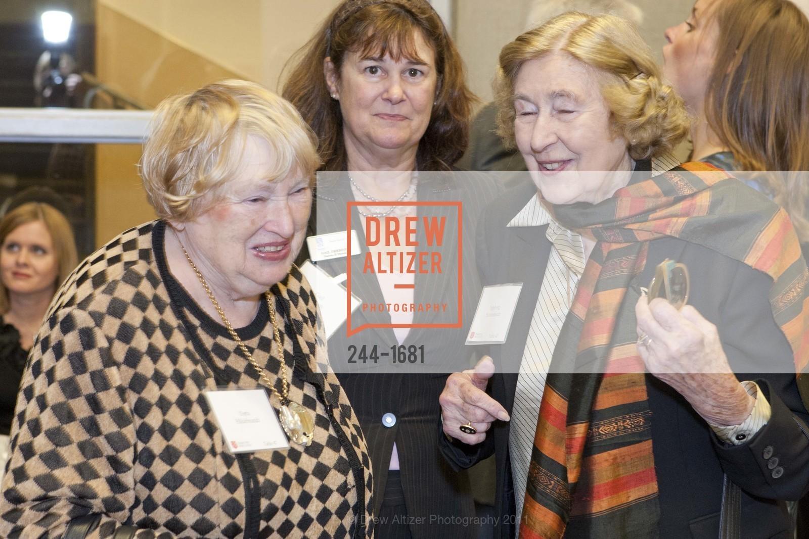 Doris Hildebrandt, Gail Dekreon, Ingeborg Stottmeister, Photo #244-1681