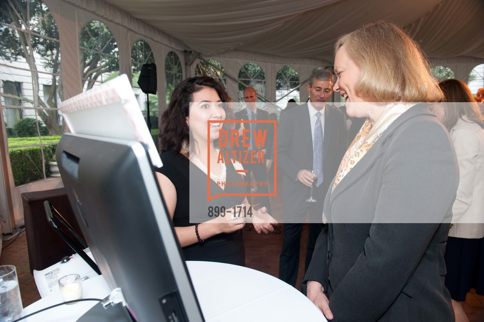 Maribel Lopez, Meg Whitman, Photo #899-1714