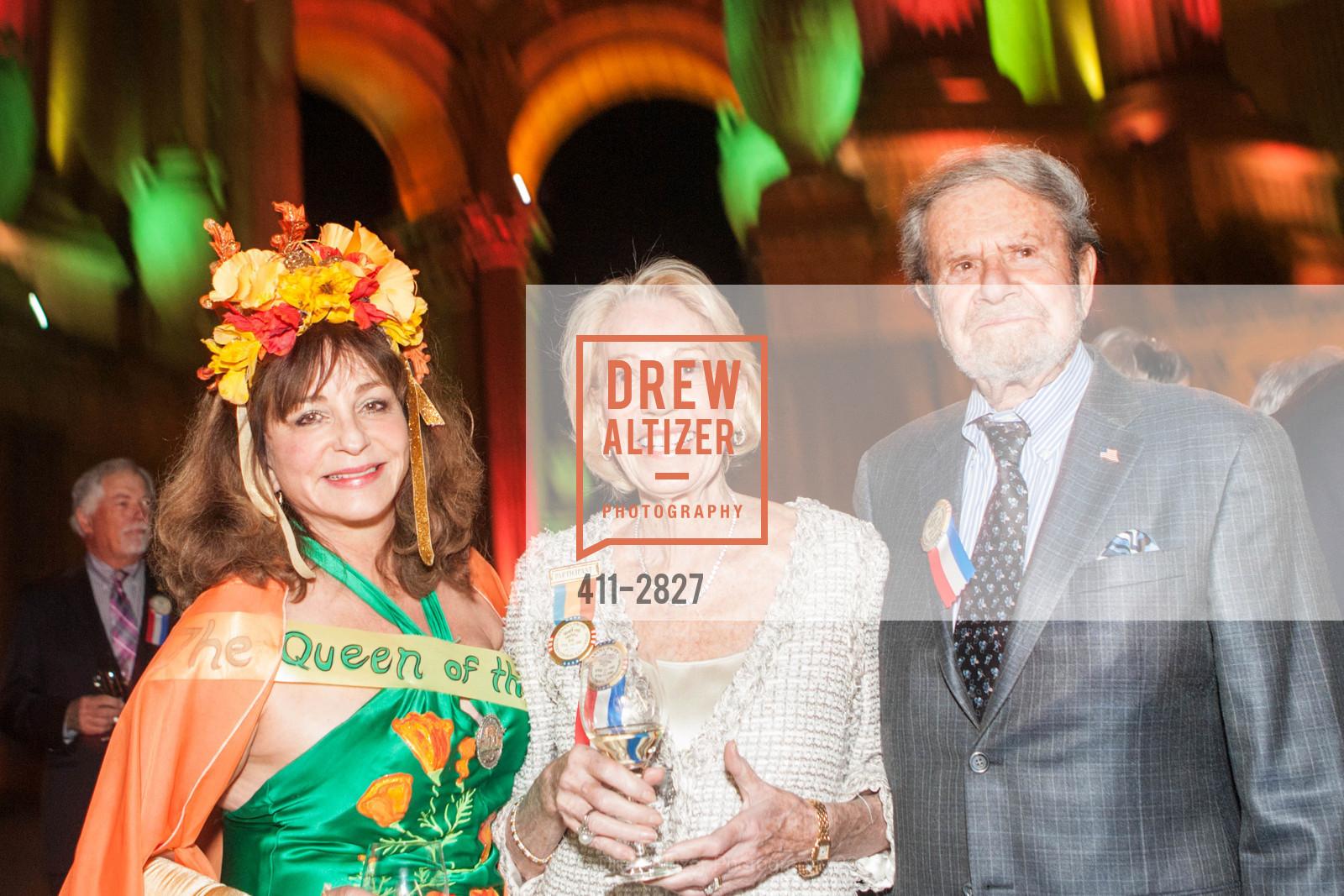Donna Huggins, Charlotte Shultz, Tad Taube, Photo #411-2827
