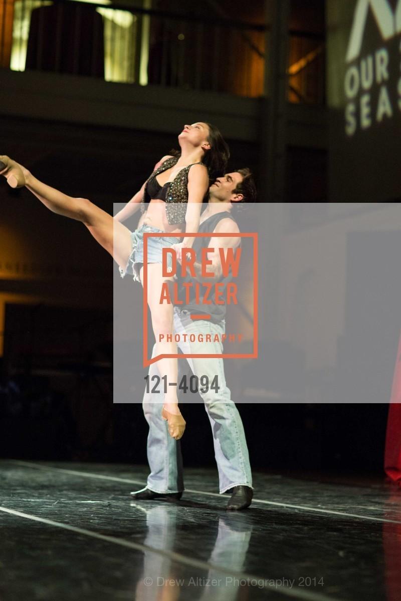 Performance, Photo #121-4094