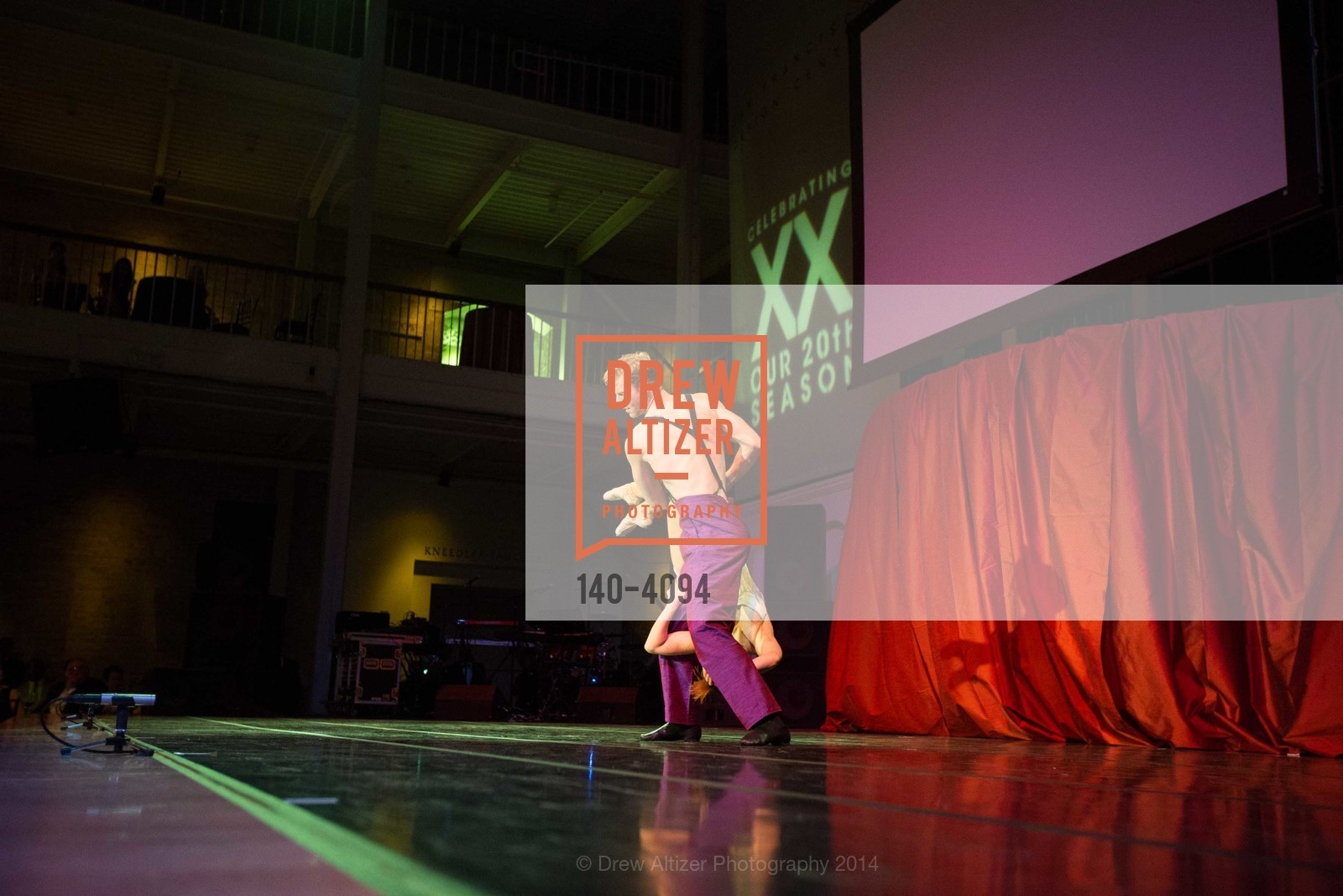Performance, Photo #140-4094