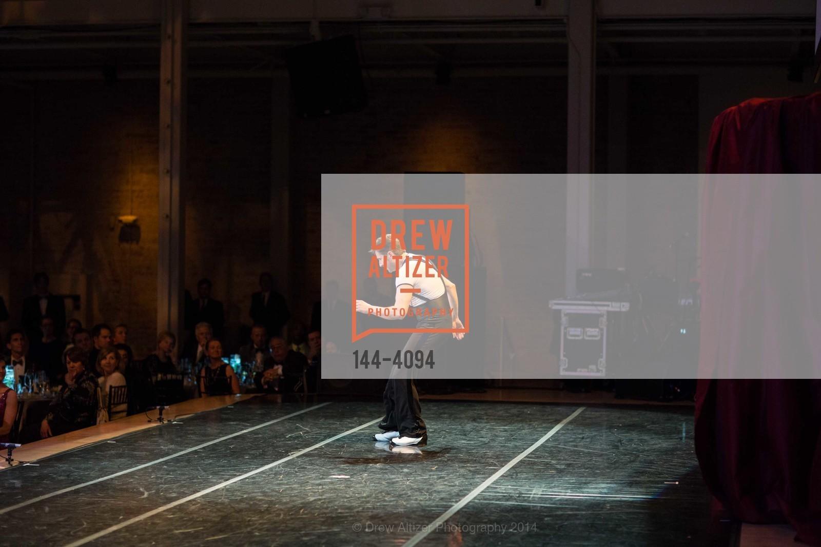 Performance, Photo #144-4094