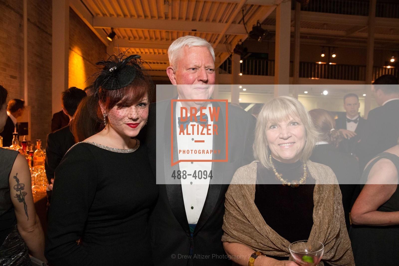 Emily Kyle, Jerry Hume, Athena Kyle, Photo #488-4094