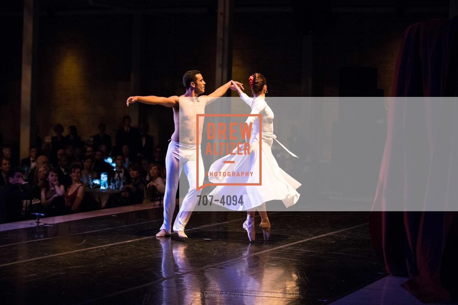 Performance, Photo #707-4094