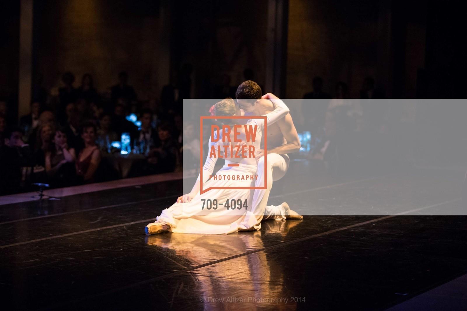 Performance, Photo #709-4094