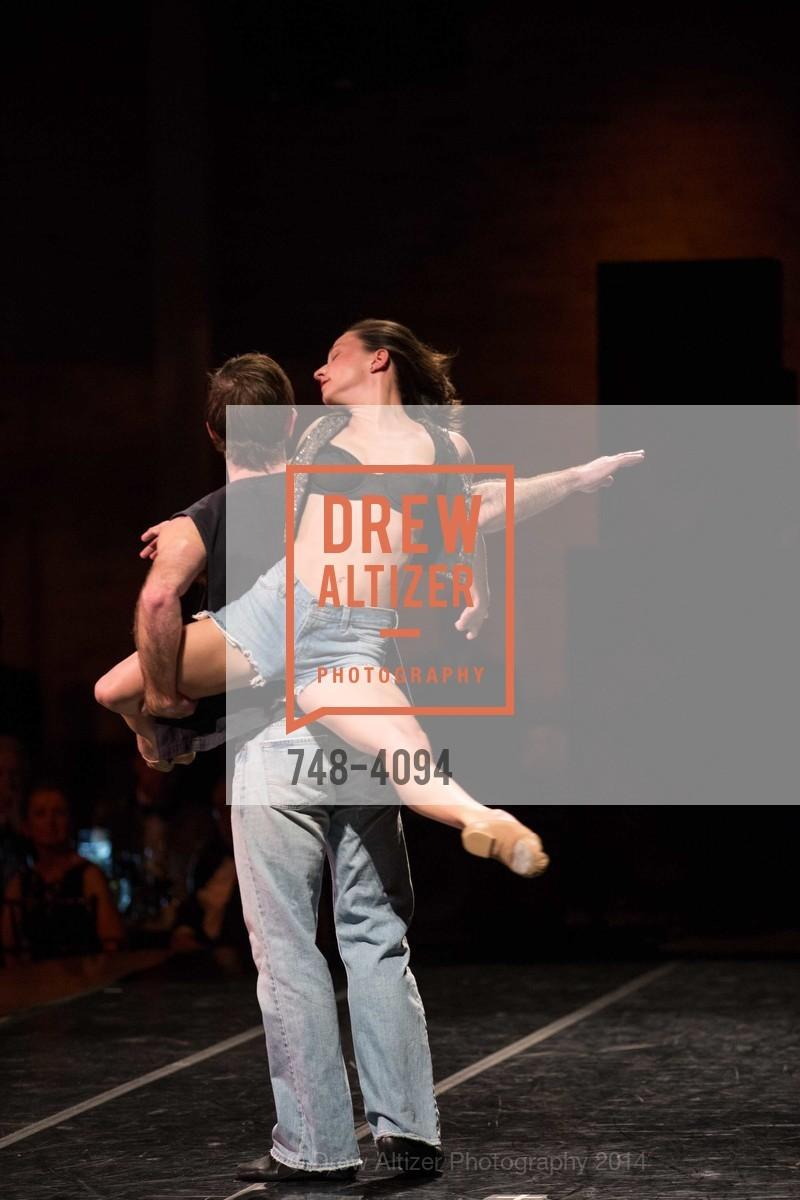 Performance, Photo #748-4094