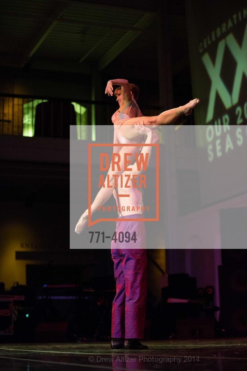 Performance, Photo #771-4094