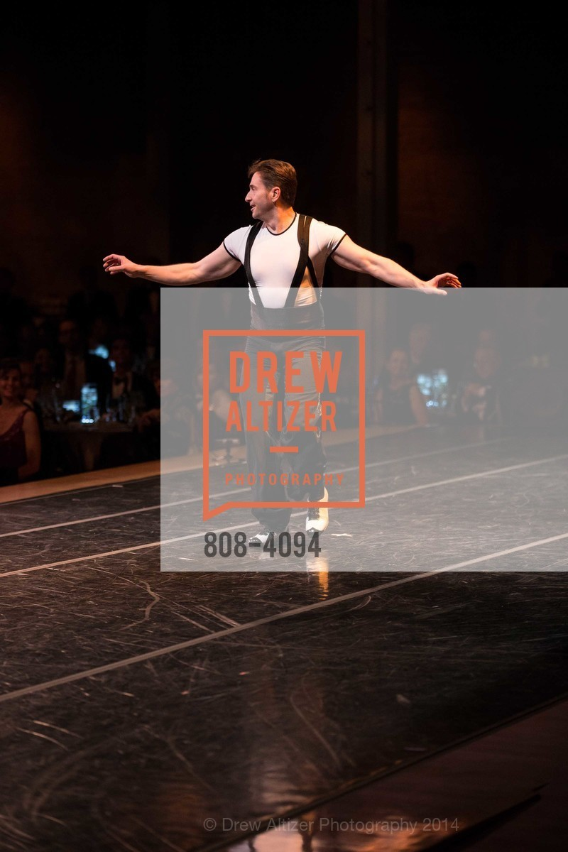 Performance, Photo #808-4094
