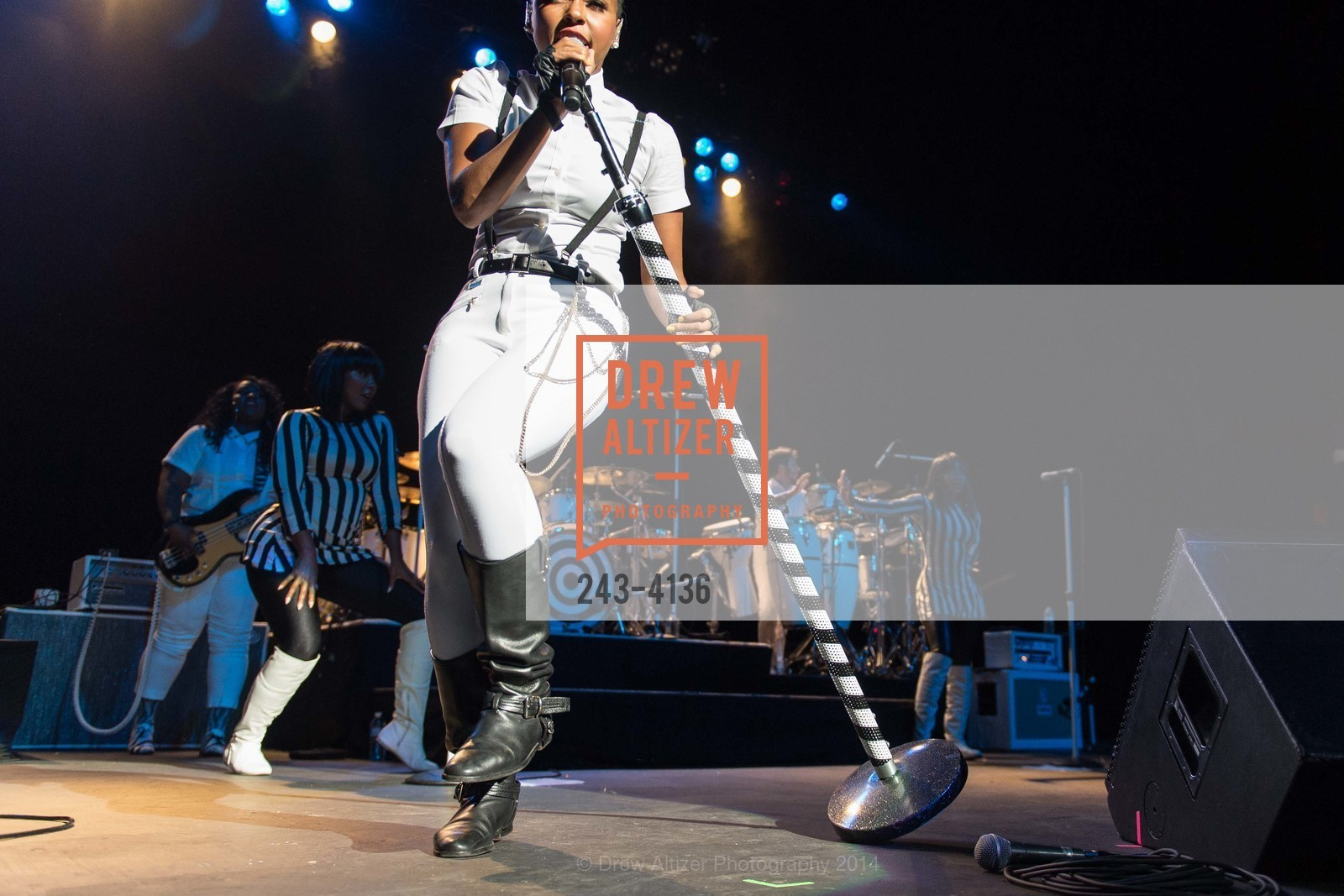 Performance By Janelle Monae, Photo #243-4136