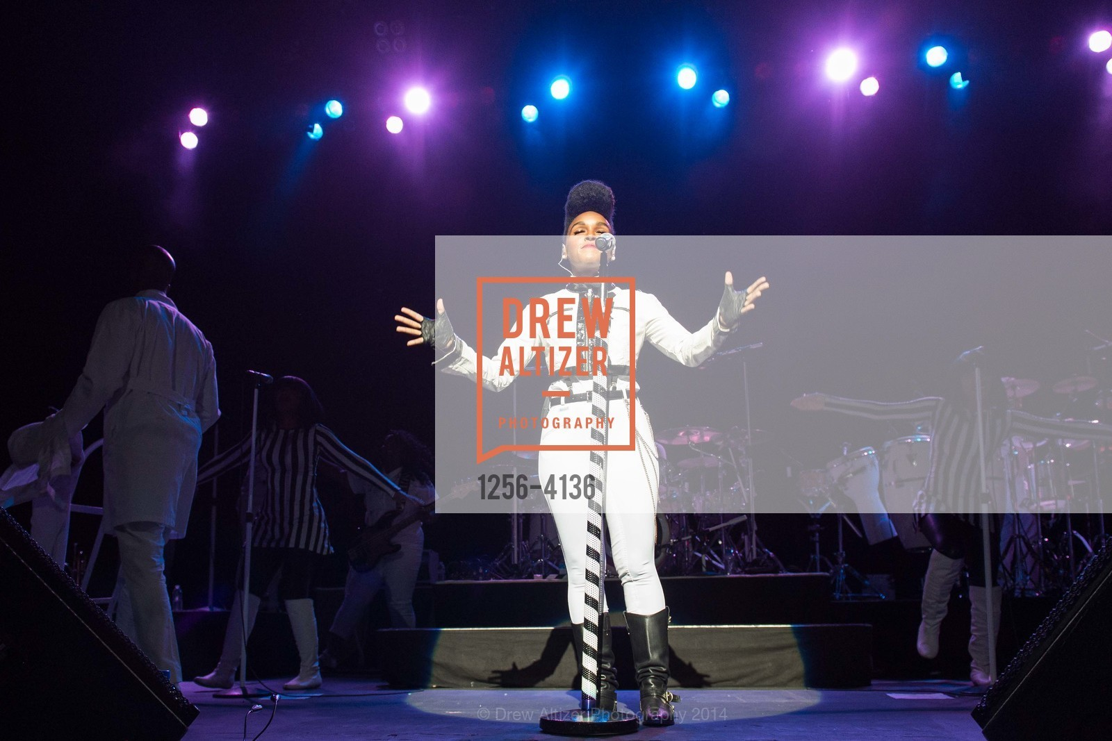 Performance By Janelle Monae, Photo #1256-4136
