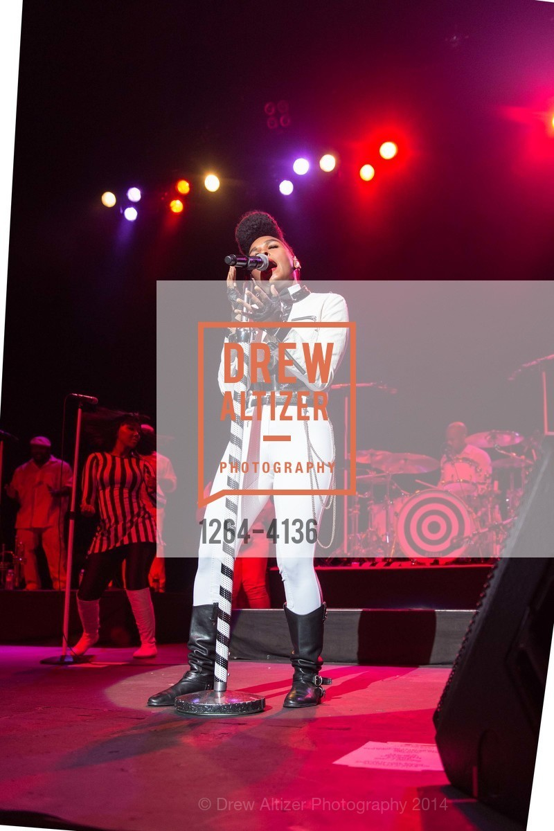 Performance By Janelle Monae, Photo #1264-4136