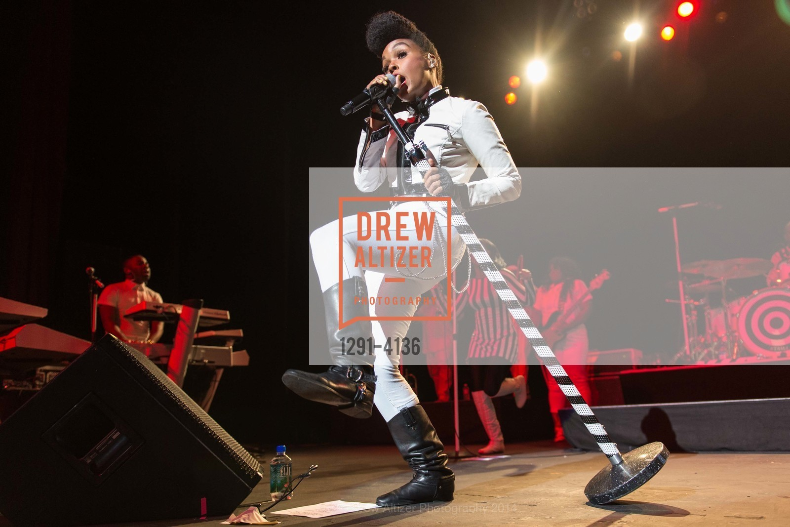 Performance By Janelle Monae, Photo #1291-4136