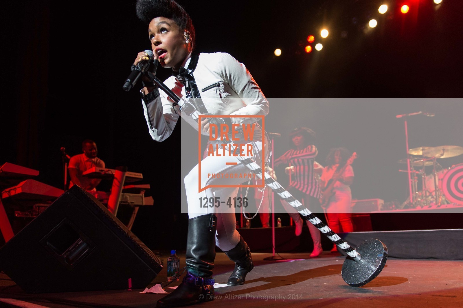 Performance By Janelle Monae, Photo #1295-4136