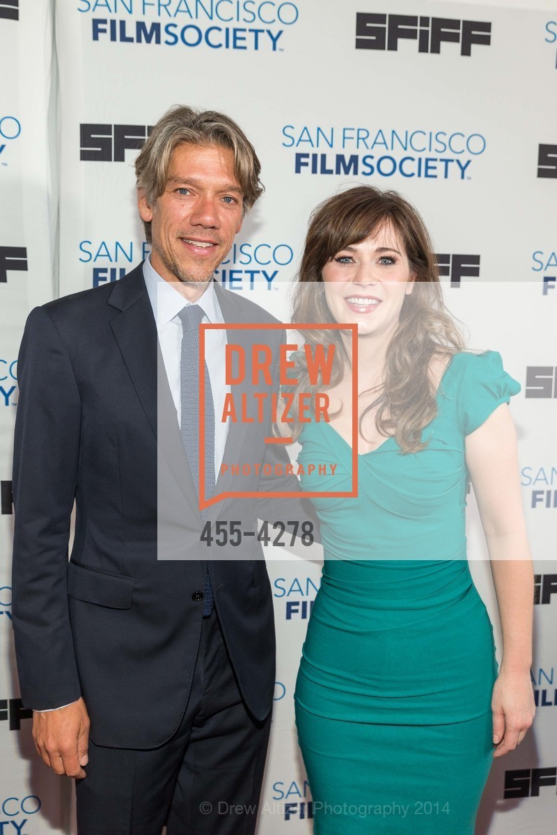 Stephen Gaghan, Zooey Deschanel, Photo #455-4278