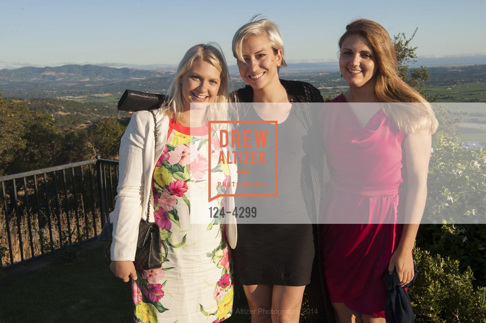 Carolina Kanerva, Gizem Yucel, Katie Stookesberry, Photo #124-4299
