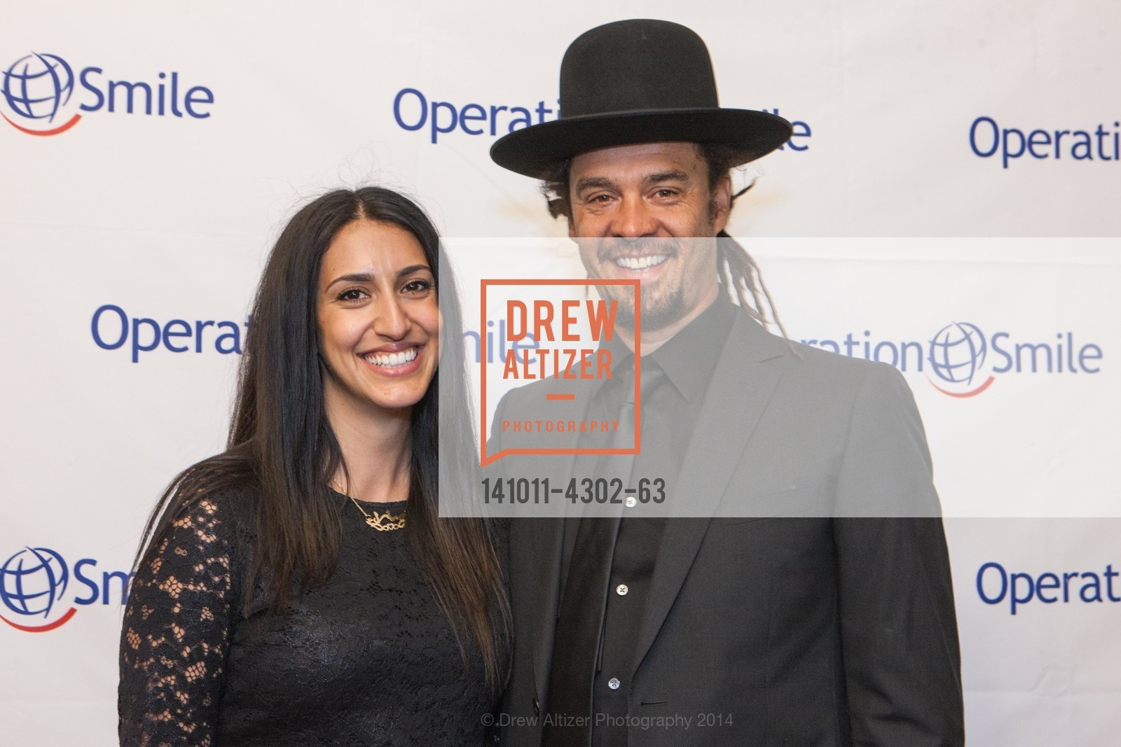 Sara Agah, Michael Franti, Photo #141011-4302-63