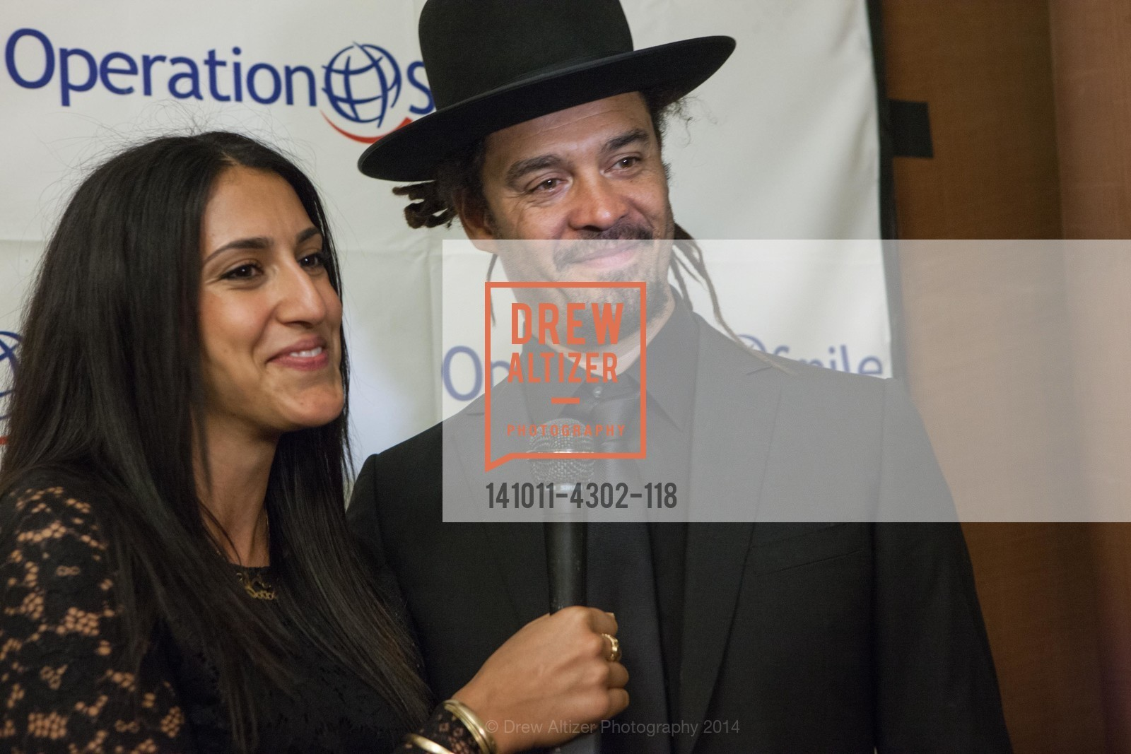 Sara Agah, Michael Franti, Photo #141011-4302-118