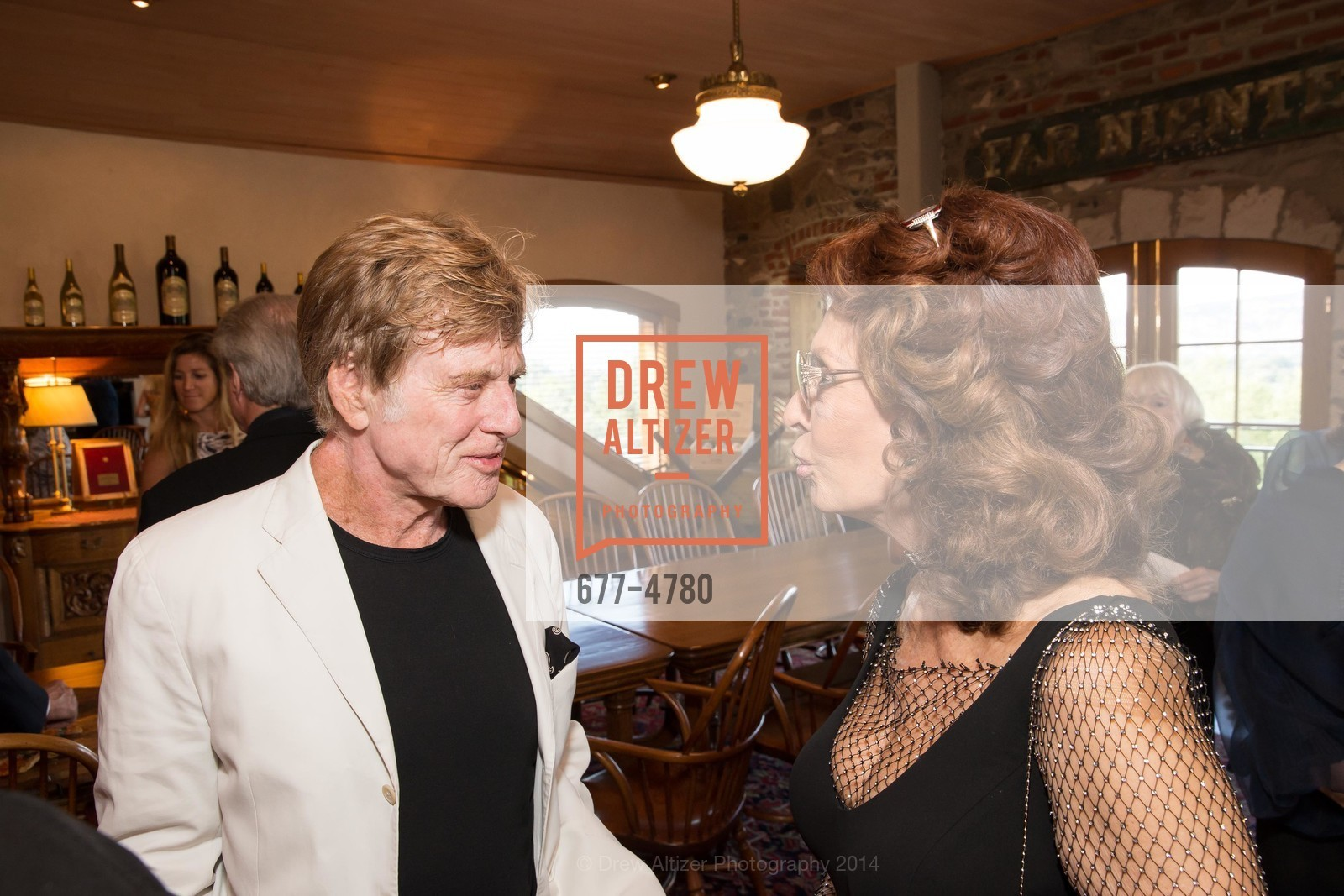 Robert Redford, Sophia Loren, Photo #677-4780