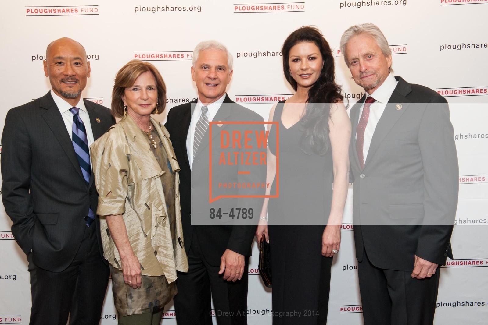 Philip Yun, Mary Lloyd Estrin, Joe Cirincione, Catherine Zeta-Jones, Michael Douglas, Photo #84-4789