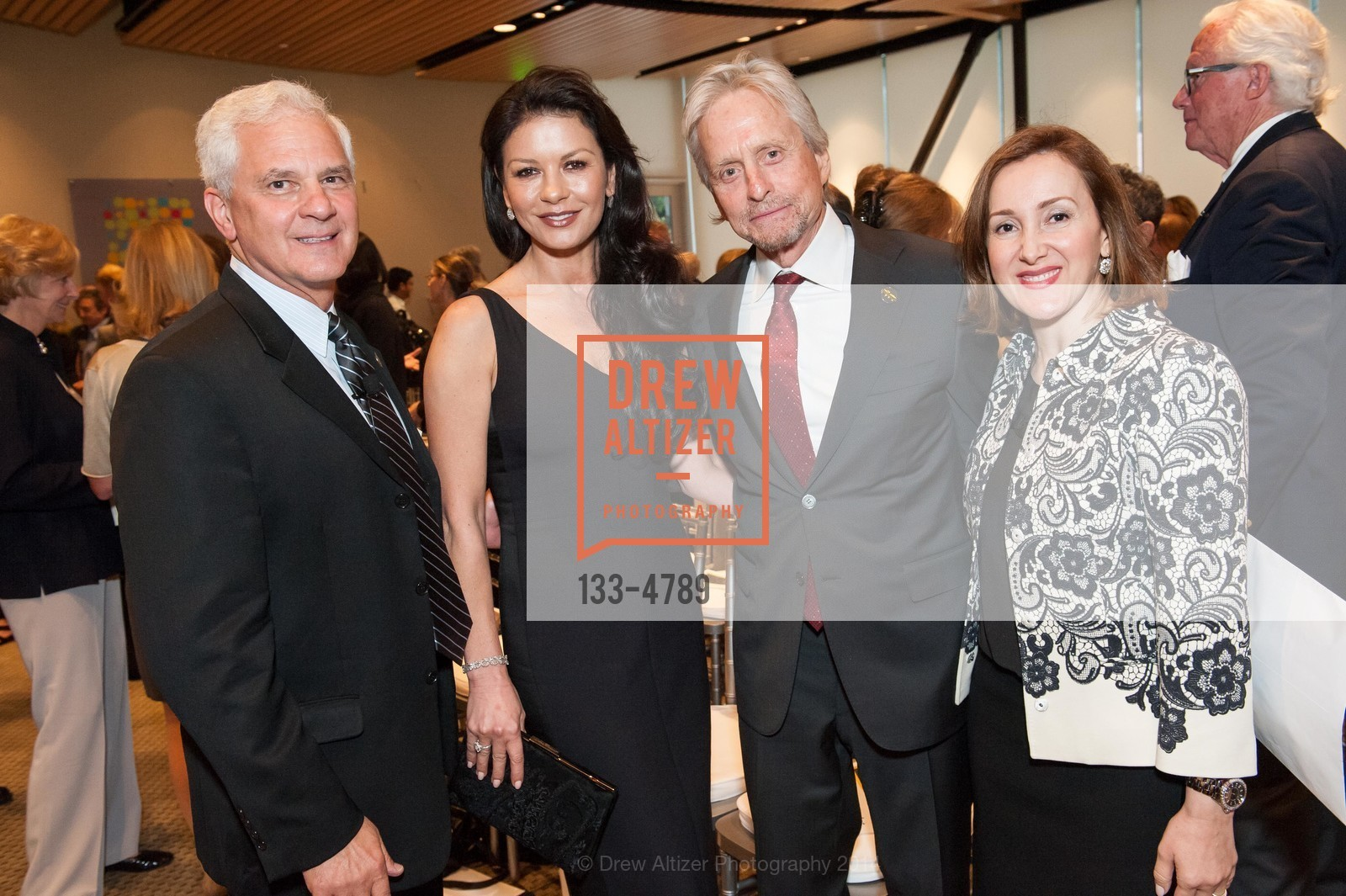 Joe Cirincione, Catherine Zeta-Jones, Michael Douglas, Noosheen Hashemi, Photo #133-4789