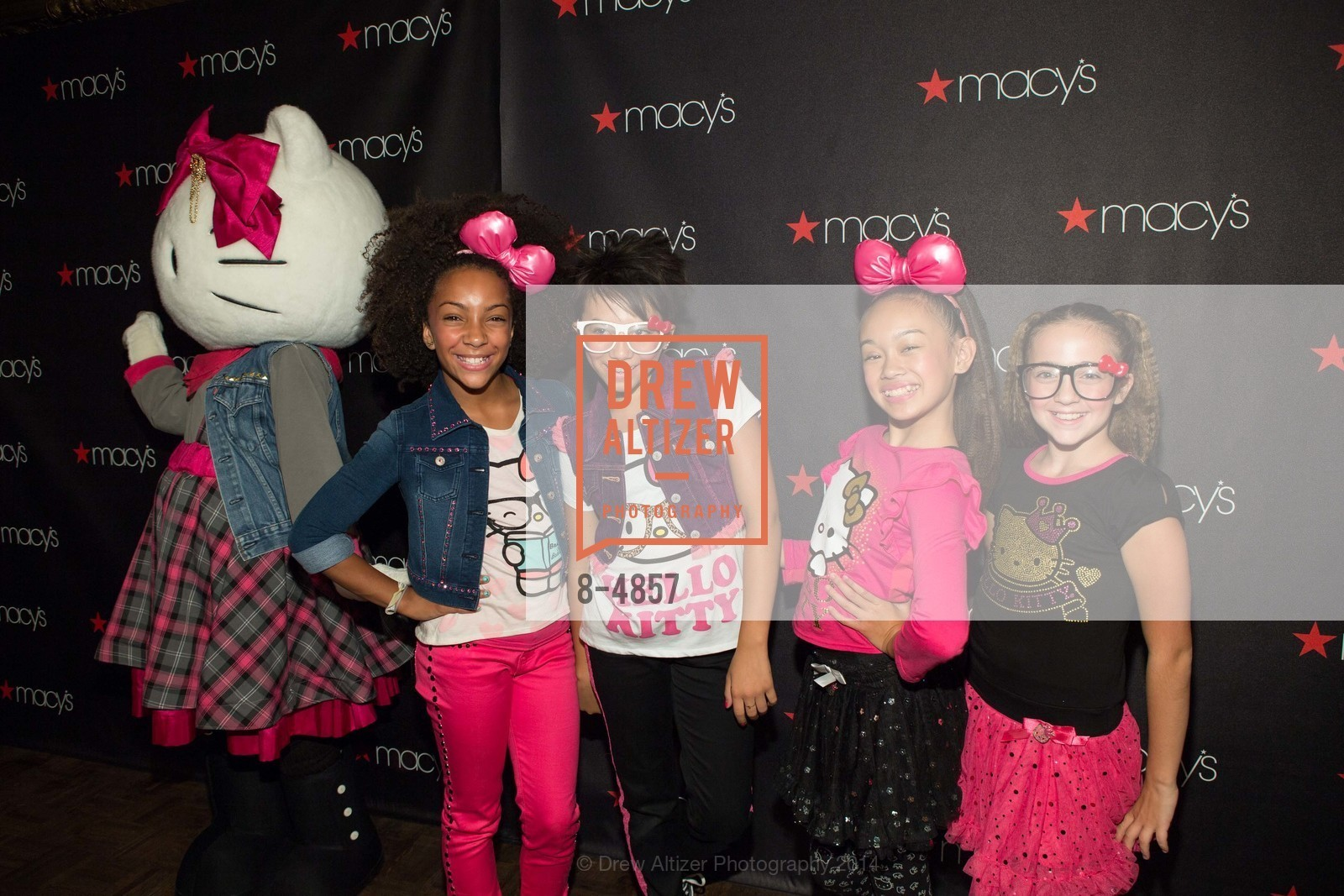 Helly Kitty And Kids In The Show, Photo #8-4857