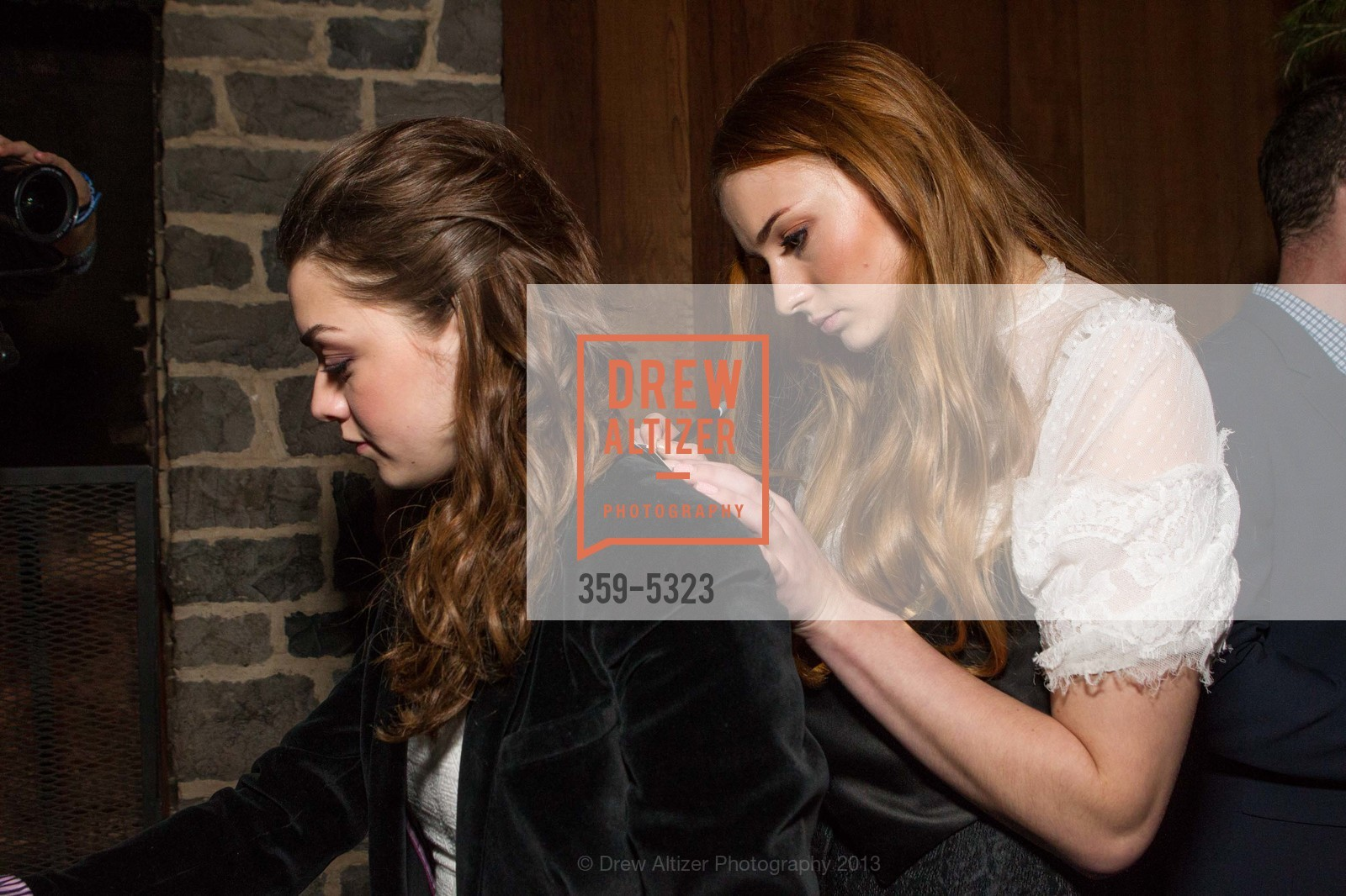 Maisie Williams, Sophie Turner, Photo #359-5323