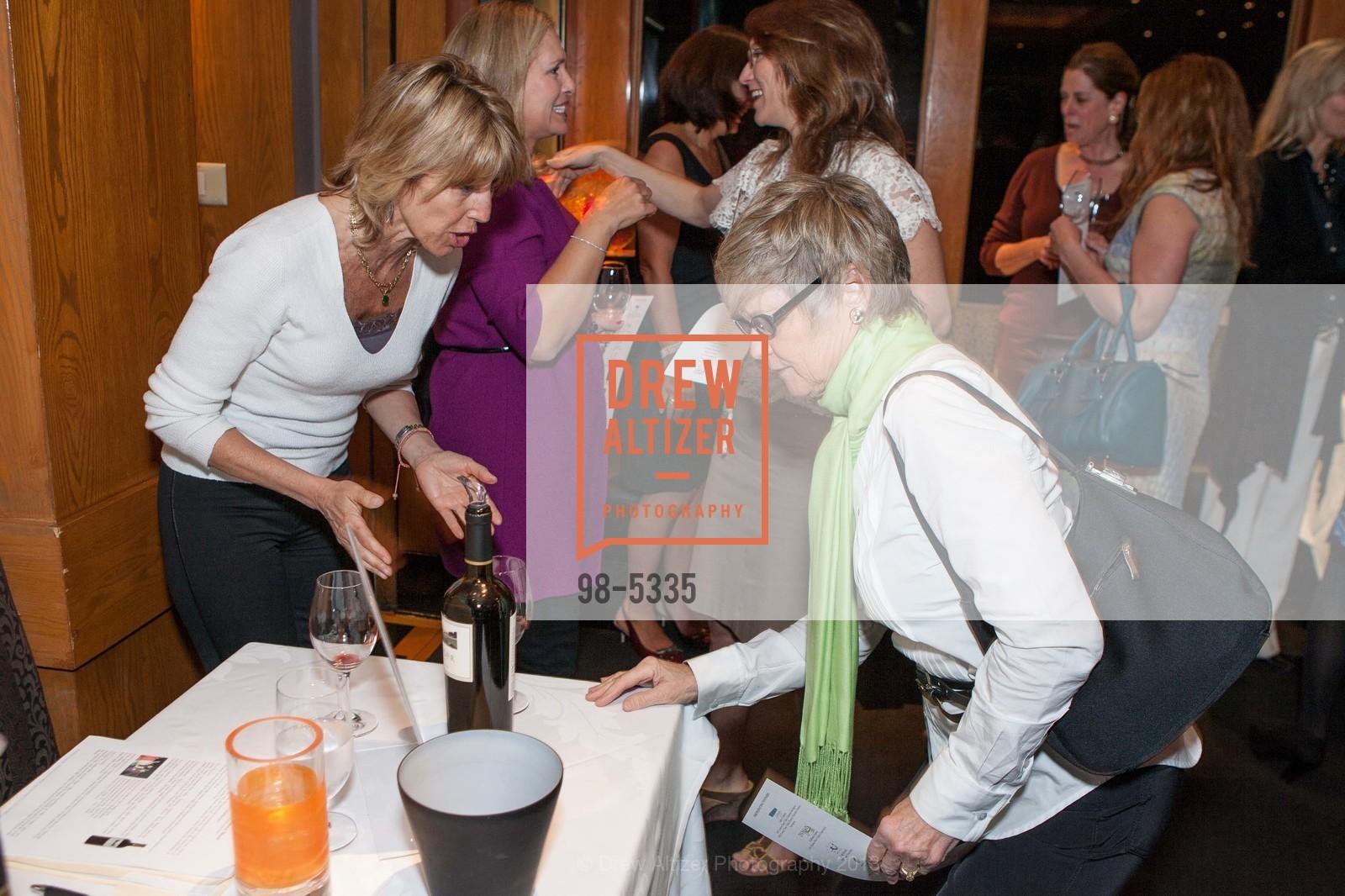 Delia Viader, Linda Holbrook, Photo #98-5335