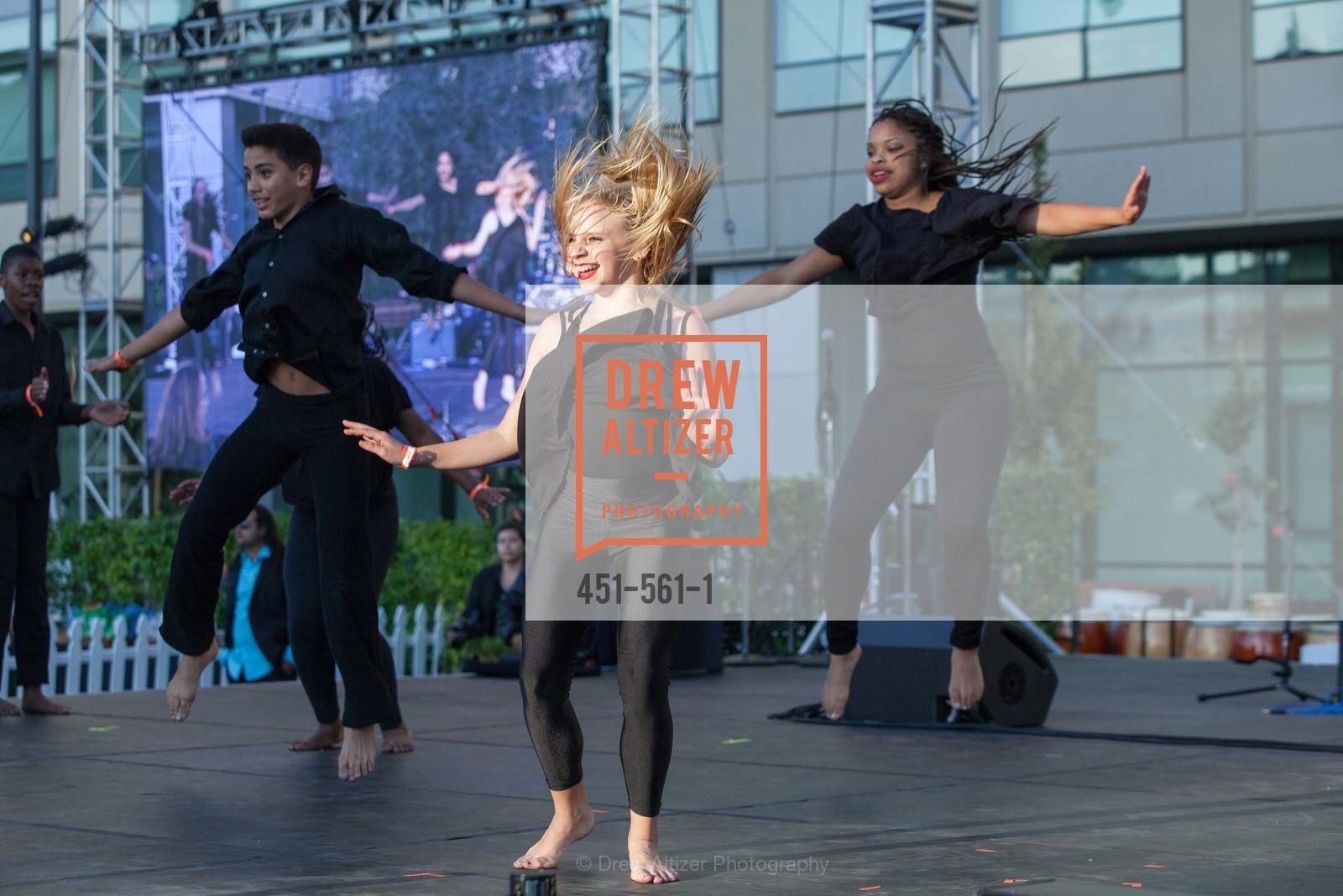 Performance, UCSF Medical Center HARD HAT WALK & LIGHTS ON FESTIVAL, US, September 6th, 2014