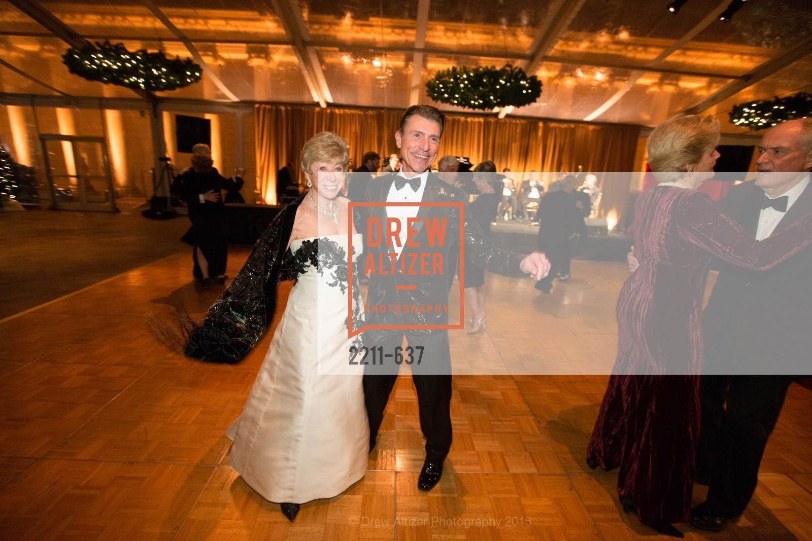 Maria Pitcairn, Robert Beadle, AN ELEGANT EVENING Presented by the Fine Arts Museums of San Francisco, Legion of Honor, Court of Honor. 100 34th Ave, December 8th, 2015,Drew Altizer, Drew Altizer Photography, full-service agency, private events, San Francisco photographer, photographer california