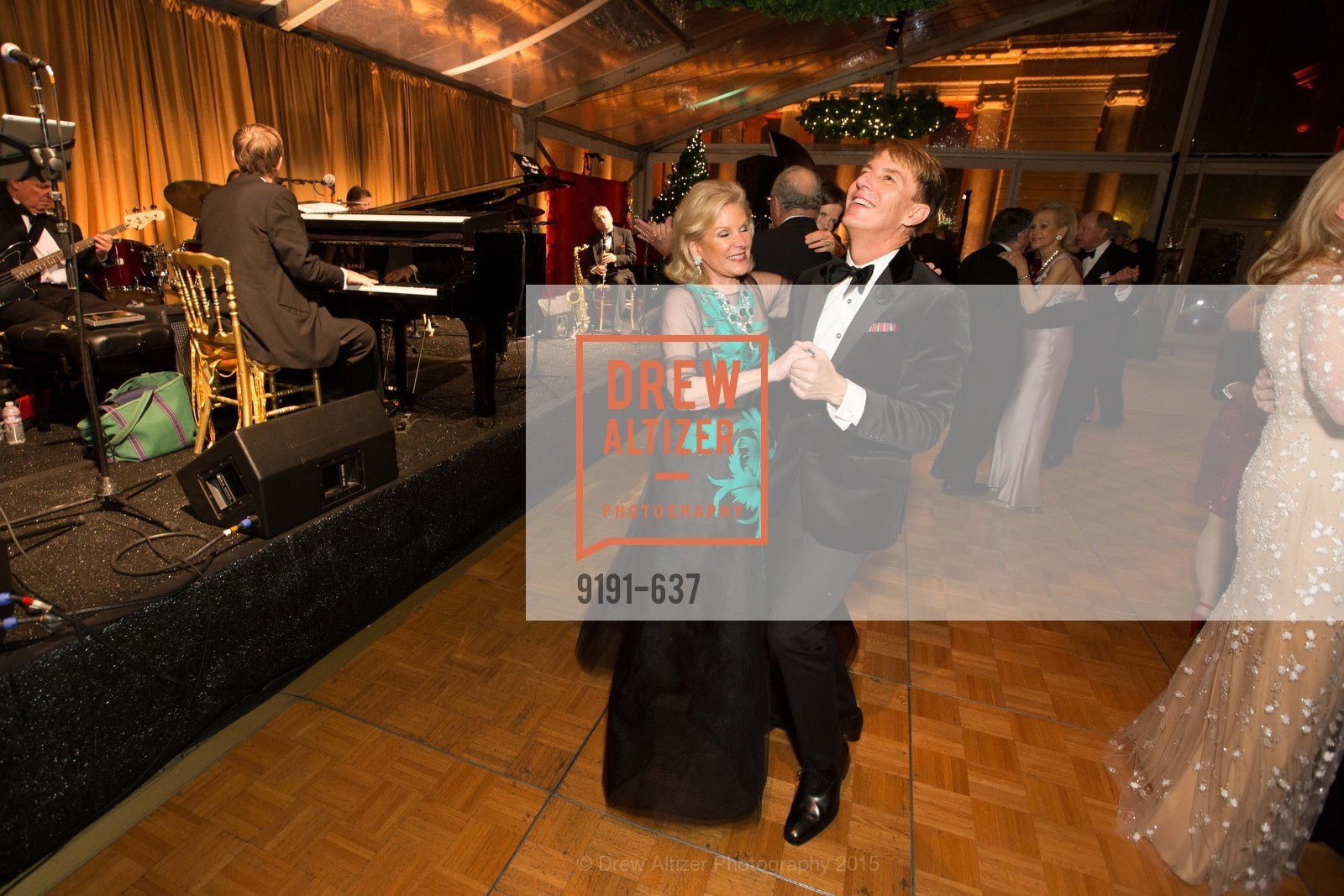 Dede Wilsey, Jack Calhoun, AN ELEGANT EVENING Presented by the Fine Arts Museums of San Francisco, Legion of Honor, Court of Honor. 100 34th Ave, December 8th, 2015,Drew Altizer, Drew Altizer Photography, full-service agency, private events, San Francisco photographer, photographer california
