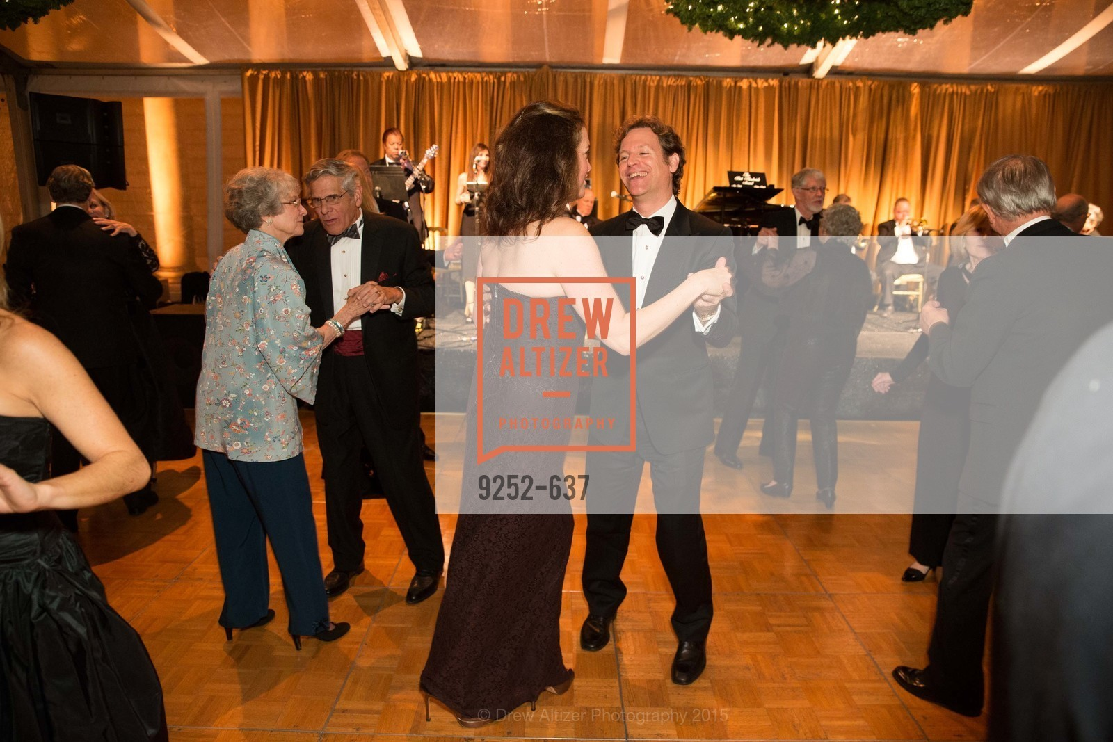 Trevor Traina, Alexis Traina, AN ELEGANT EVENING Presented by the Fine Arts Museums of San Francisco, Legion of Honor, Court of Honor. 100 34th Ave, December 8th, 2015,Drew Altizer, Drew Altizer Photography, full-service agency, private events, San Francisco photographer, photographer california