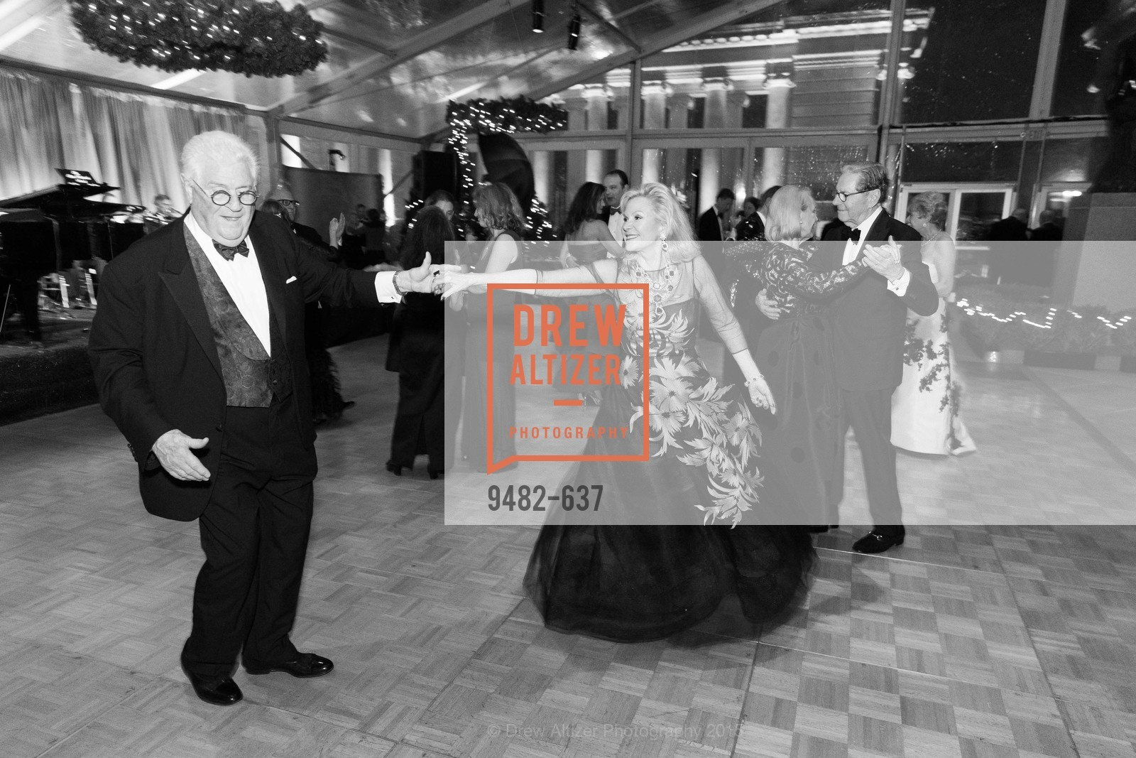Bob Hill, Dede Wilsey, AN ELEGANT EVENING Presented by the Fine Arts Museums of San Francisco, Legion of Honor, Court of Honor. 100 34th Ave, December 8th, 2015,Drew Altizer, Drew Altizer Photography, full-service event agency, private events, San Francisco photographer, photographer California