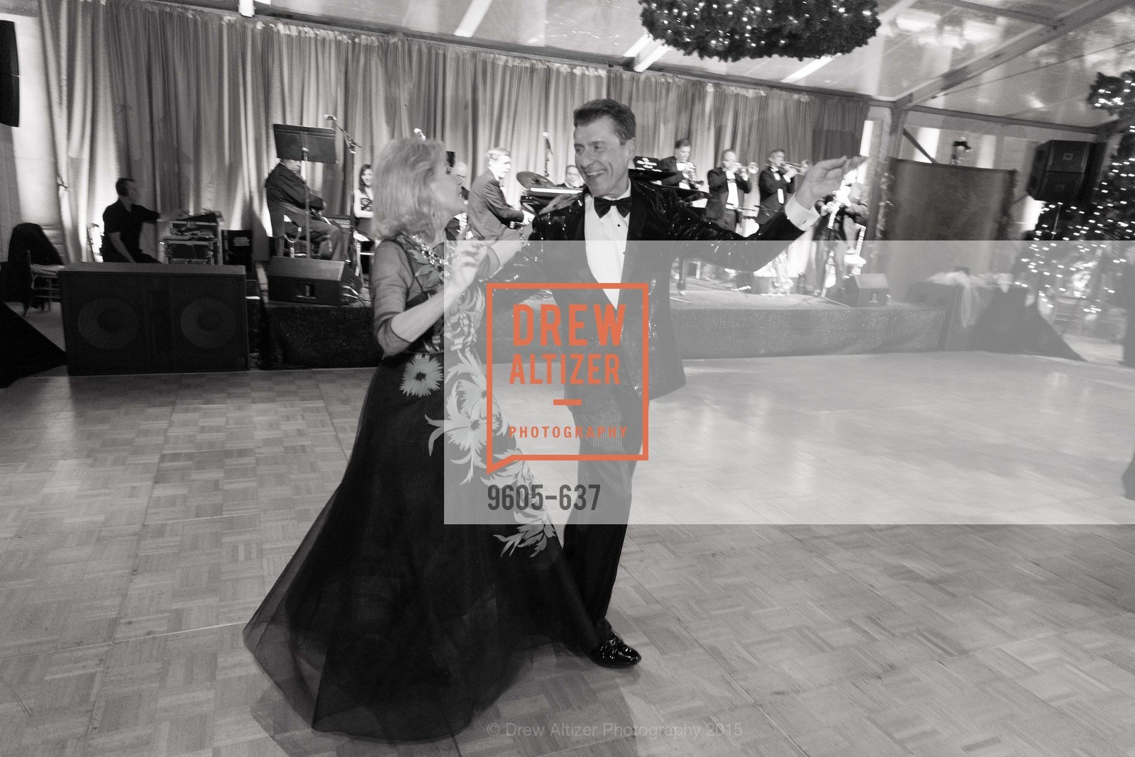 Dede Wilsey, Robert Beadle, AN ELEGANT EVENING Presented by the Fine Arts Museums of San Francisco, Legion of Honor, Court of Honor. 100 34th Ave, December 8th, 2015,Drew Altizer, Drew Altizer Photography, full-service agency, private events, San Francisco photographer, photographer california