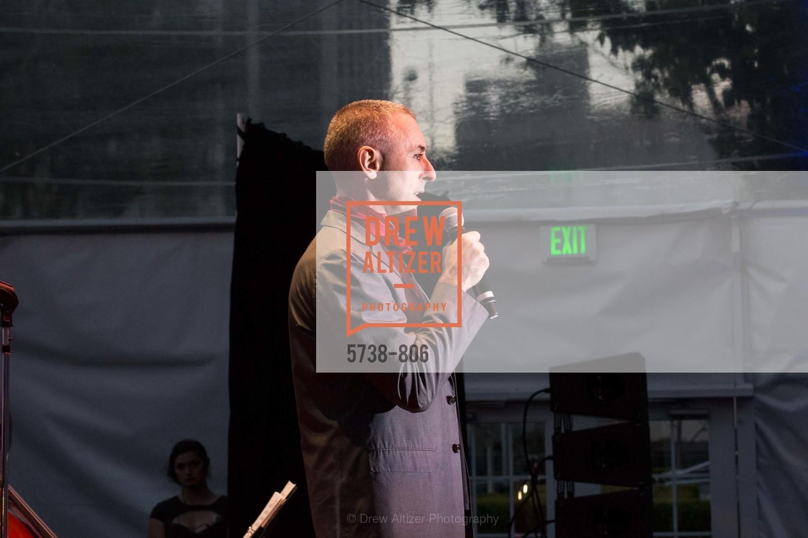 Performance By Alan Cumming, Photo #5738-806