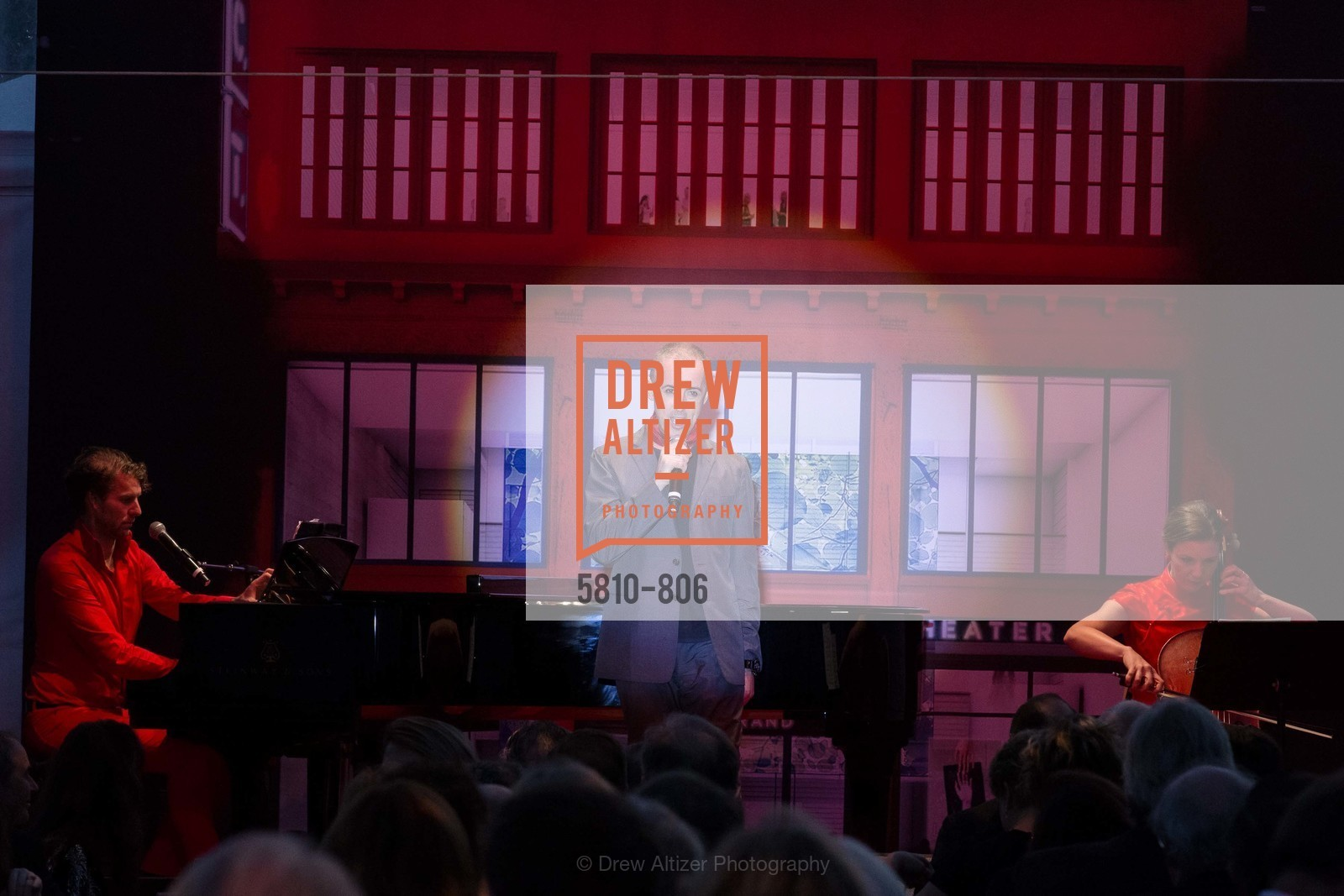Performance By Alan Cumming, Photo #5810-806
