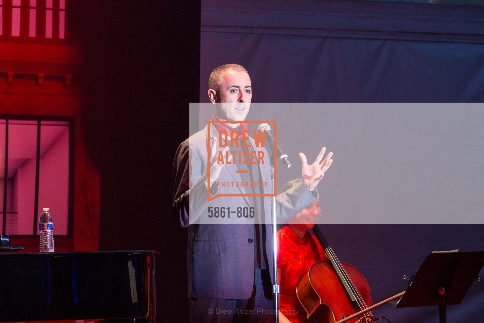 Performance By Alan Cumming, A.C.T. Gala Come Get Stranded, US, April 26th, 2015